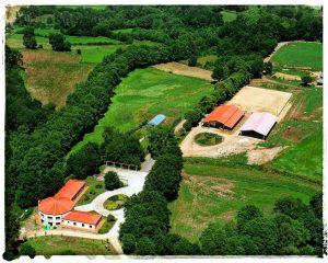 @laura_naturalmente Vistas desde el cielo del Area recreativa y el club hípico de Mouriscade Lalin