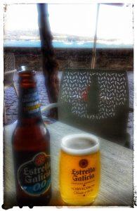 @laura_naturalmente tomando algo en Ares en una Terraza. Una cervecita Estrella Galicia por favor!!