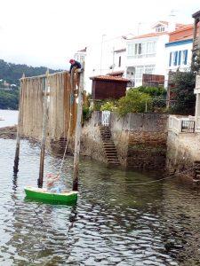 @laura_naturalmente estacas para secar las redes de los pescadores - cabría