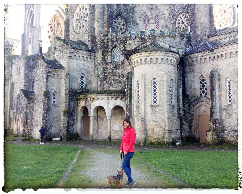 @laura_naturalmente Ulises y Laura en el Templo de La Veracruz en O Carballiño - Ourense