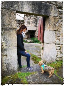 @laura_naturalmente en la antigua fábrica de Sargadelos, horno al fondo antiguo.