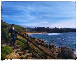 @laura_naturalmente bajando a la playa de las olas de la Lanzada