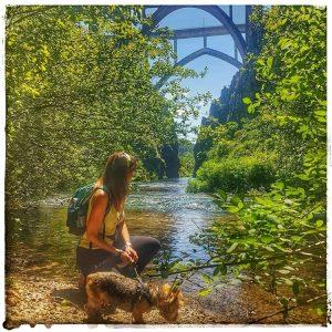 @laura_naturalmente Refrescándonos con vistas al Puente de Gundián en A Estrada - Pontevedra