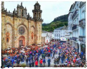@lauranaturalmente Entrada de Caballos en la Plaza de la Catedral de Mondoñedo - Fiestas de As San Lucas. - Mondoñedo ciudad Pueblo de Mondoñedo