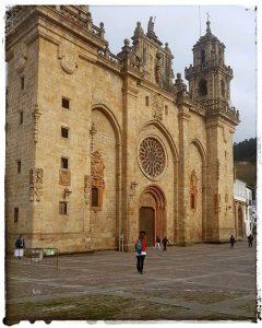 @lauranaturalmente Fachada de la Catedral de Mondoñedo Mondoñedo ciudad Pueblo de Mondoñedo