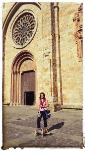 @lauranaturalmente Entrando en la  Catedral de Mondoñedo Pueblo de Mondoñedo