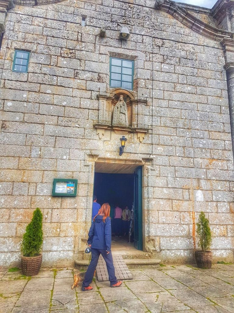 @laura_naturalmente Santuario de Nosa Señora de O Corpiño en Lalín en Pontevedra Galicia. Lugar milagroso. Imagen en piedra de Nosa Señora de O Corpiño.