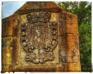 @lauranaturalmente Escudos del Puente de San Lázaro en Mondoñedo - Mondoñedo ciudad Pueblo de Mondoñedo