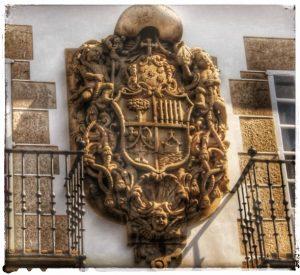 @lauranaturalmente Escudo de Armas que está en el Palacio Episcopal de Mondoñedo - Mondoñedo ciudad Pueblo de Mondoñedo