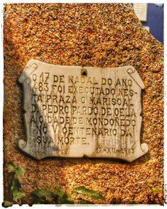 @lauranaturalmente placa en recuerdo de la Ejecución del Mariscal Pedro Pardo de Cela en Mondoñedo