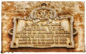 @lauranaturalmente Placa de la casa donde nació Pascual Veiga autor de la música del Himno Gallego - Mondoñedo ciudad Pueblo de Mondoñedo