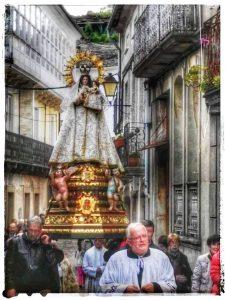 @lauranaturalmente Procesión de la Virgen de los Remedios de Mondoñedo. - Mondoñedo ciudad Pueblo de Mondoñedo