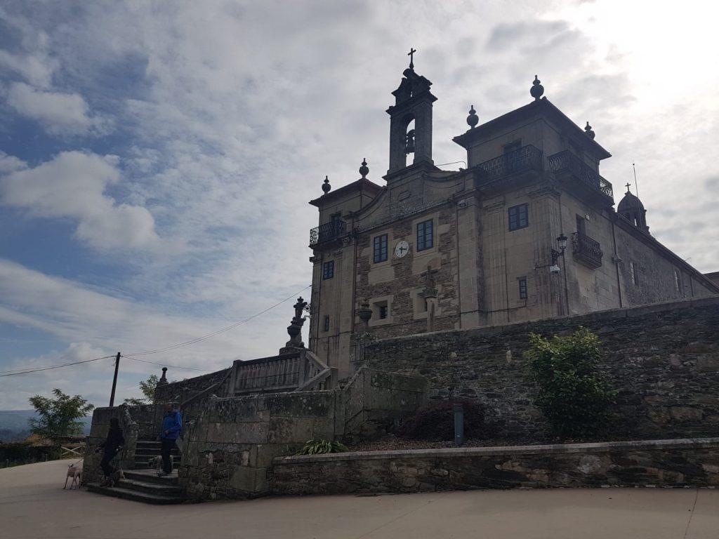 @laura_naturalmente Santuario de Nosa Señora de O Corpiño en Lalín en Pontevedra Galicia. Lugar milagroso.