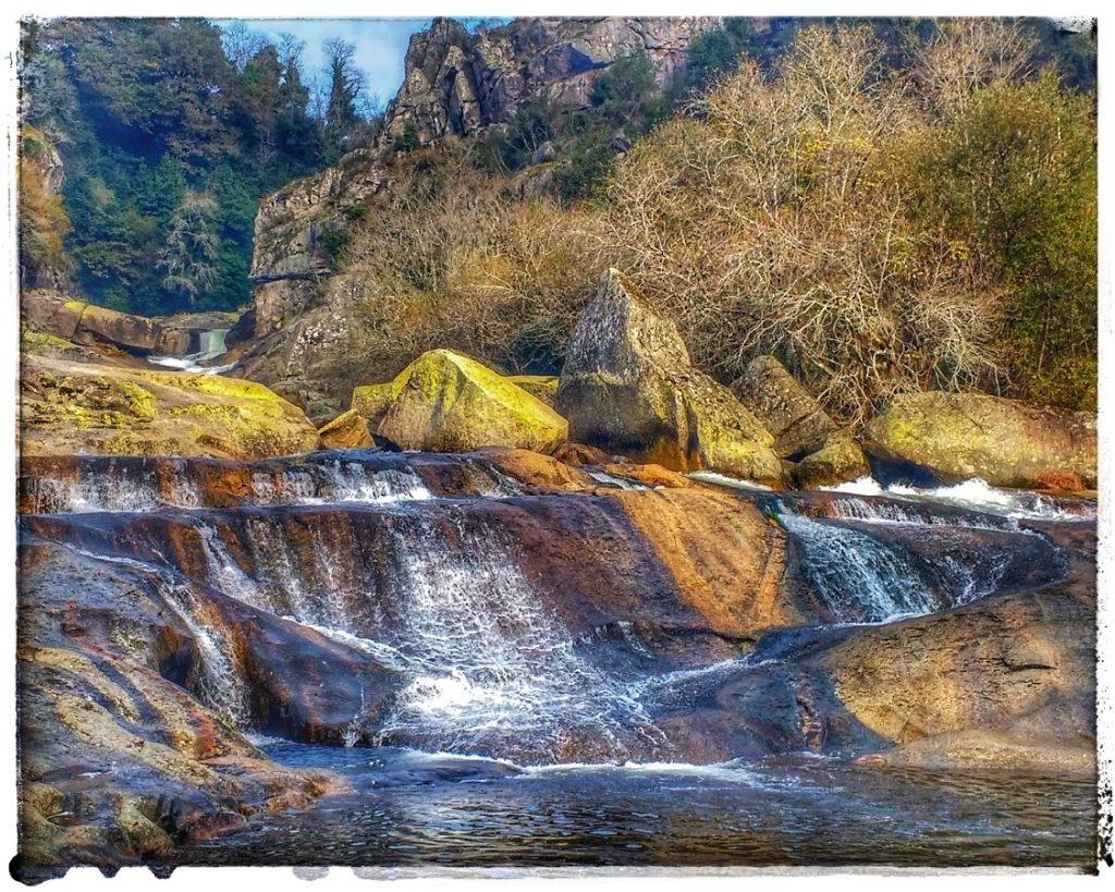 @lauranaturalmente fervenza de Segade o Cascada de Segade en Caldas de Reis, en Pontevedra.