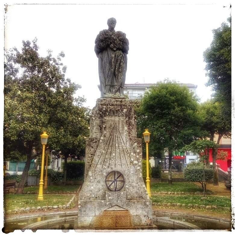 @lauranaturalmente monumento a Don Ramon María Aller Ulloa en Lalín Pontevedra Galicia