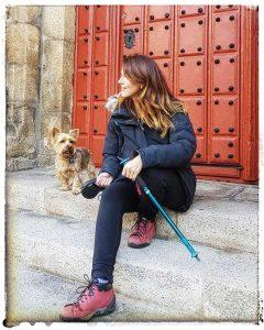@lauranaturalmente en el Palacio Episcopal en Mondoñedo - Mondoñedo ciudad Pueblo de Mondoñedo - con mi yorkshire terrier
