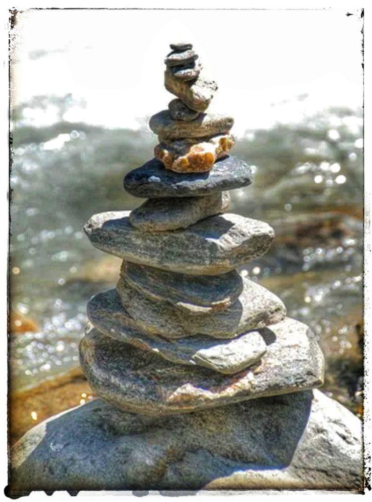 @lauranaturalmente  Paneles Informativos Hitos de Piedras en las Montañas